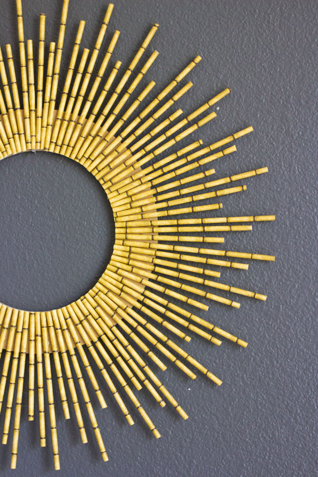 How to make a starburst wreath from bamboo paper straws! #starburst #sunburst #strawwreath #wreath