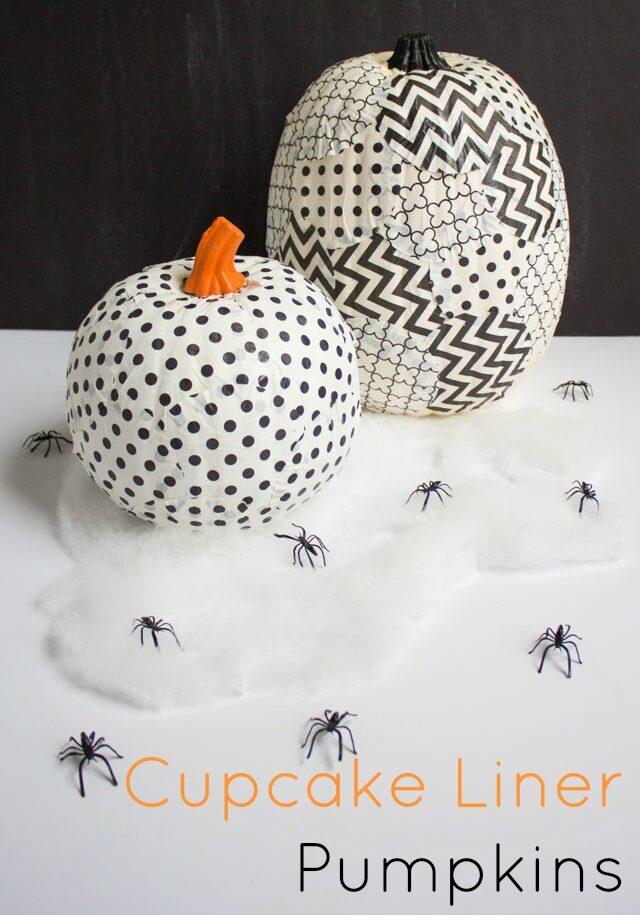 Cupcake liner pumpkin decorating