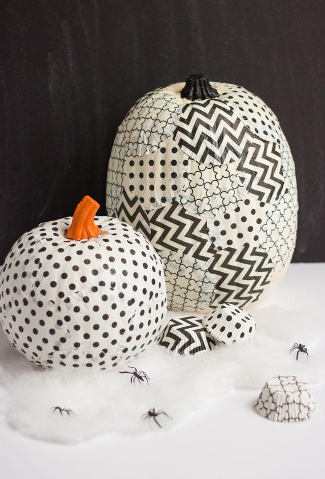 Cover a pumpkin with cupcake liners for a fun pumpkin decorating idea! #cupcakewrappercrafts #cupcakelinercrafts #pumpkinideas