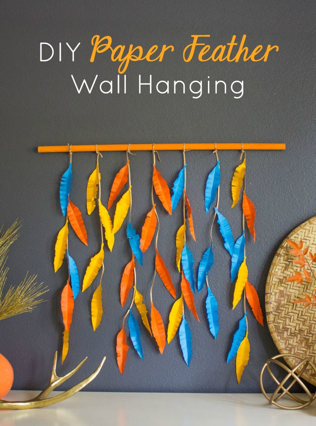 This paper feather wall hanging is so easy to make! #wallhanging #featherwallhanging #paperart