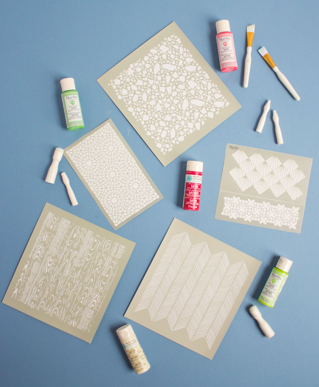 How to make stenciled Christmas gift boxes with Martha Stewart stencils #stencil #christmascraft #diychristmasgift #christmaswrapping #handmadegift