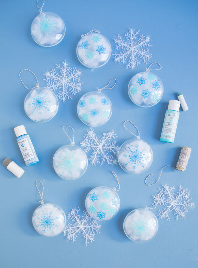 Stencil clear ornaments with snowflakes and fill them with snow! #christmasornaments #snowflakeornaments #clearornaments #marthastewartcrafts #plaidcraftsv