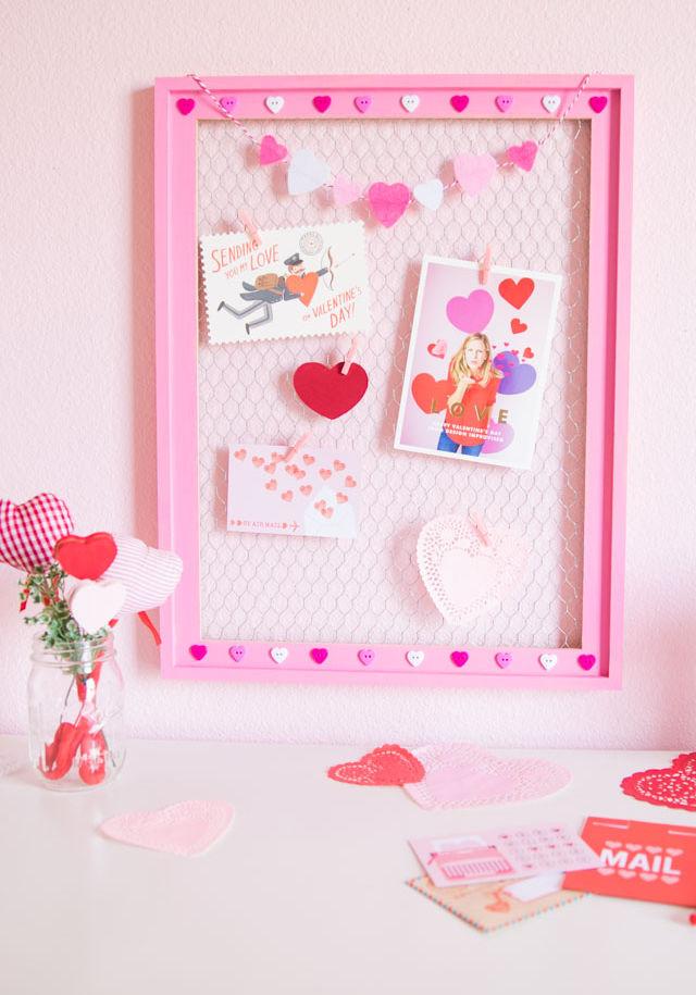 Chicken wire valentines day card display