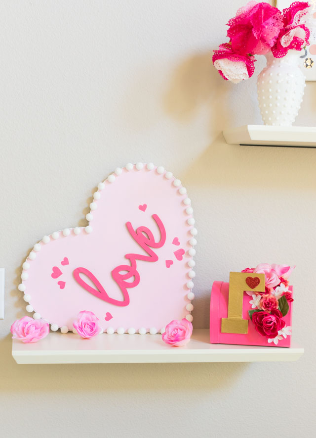 Make this pretty wood heart love decor for Valentine's Day! #woodheart #heartdecor #valentinescrafts #valentinesdecor #craftcuts #lovesign
