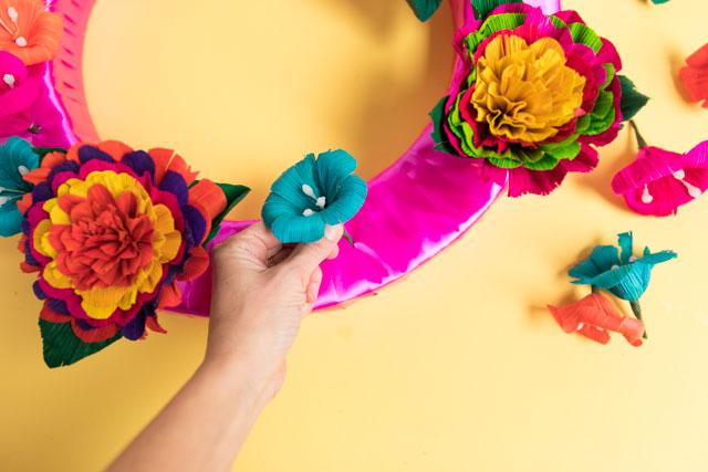 Check out these fiesta wreath ideas! #fiestawreath #cincodemayowreath #cornhuskflowerwreath #mexicanflowerwreath