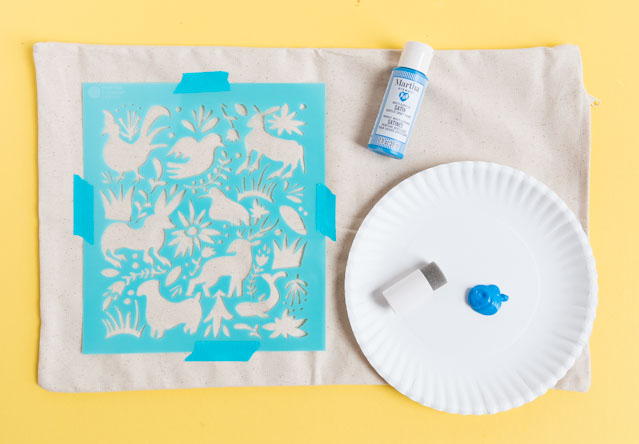 How to make an otomi pillow with stencils #otomi #otomipillow #mothersdaydiy #mothersdaycrafts