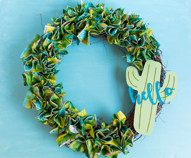 How to make a napkin wreath