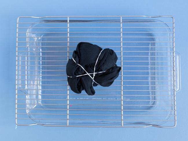 How to tie die a black shirt