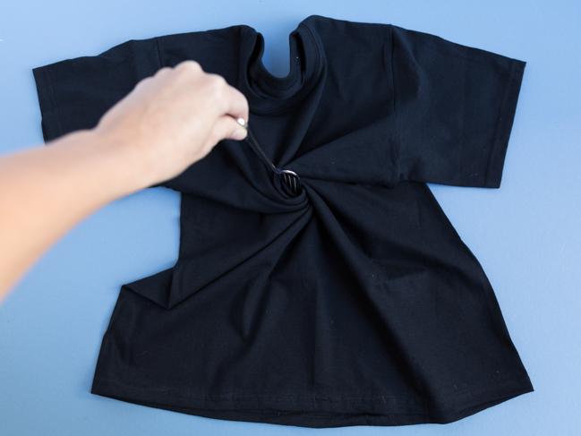 How to reverse tie dye a black shirt