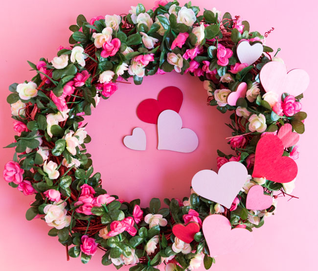 DIY Valentine wreath with roses and hearts