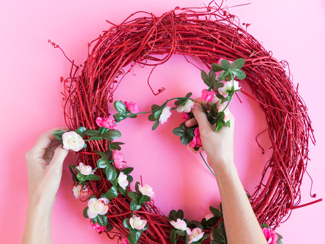 How to make a rose wreath for Valentine's Day
