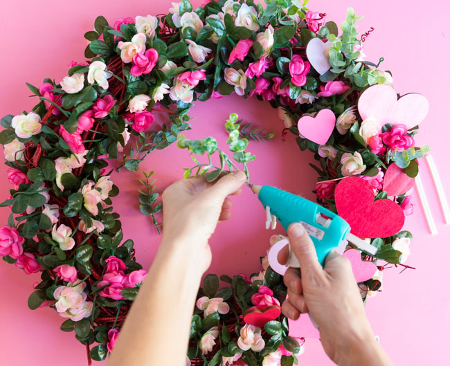 How to make an artificial flower wreath for spring
