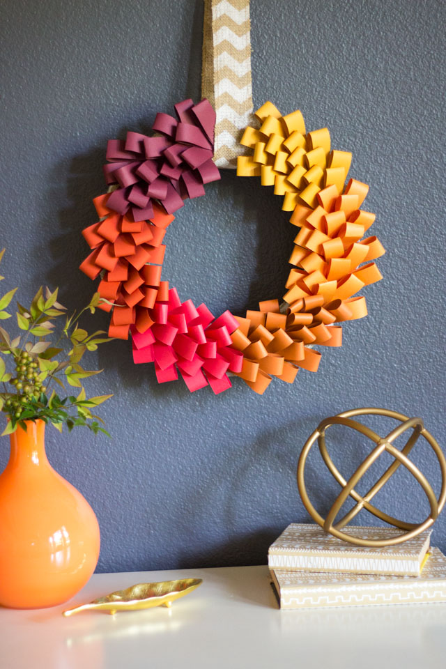 How to make a paper loop wreath