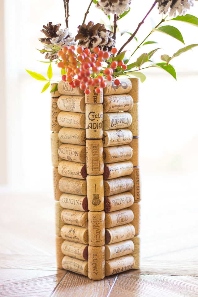 Quarantine crafts: DIY wine cork vase