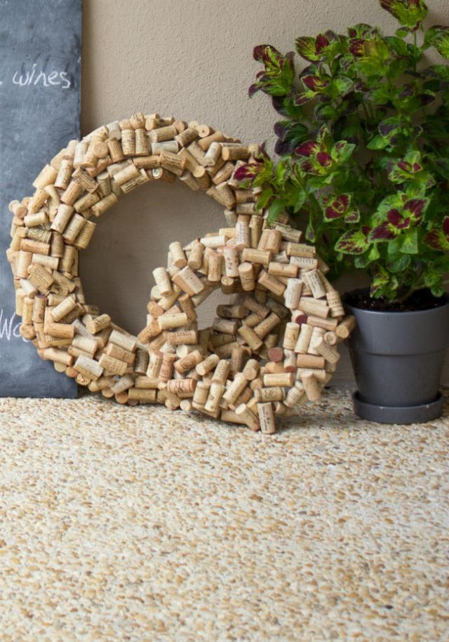 Quarantine DIY: wine cork wreaths!