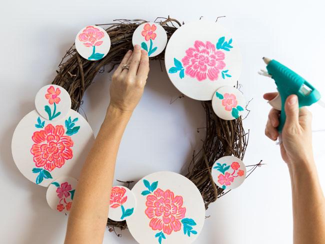 How to make a wood circle wreath