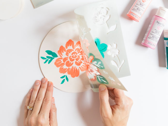 How to paint a flower with a stencil