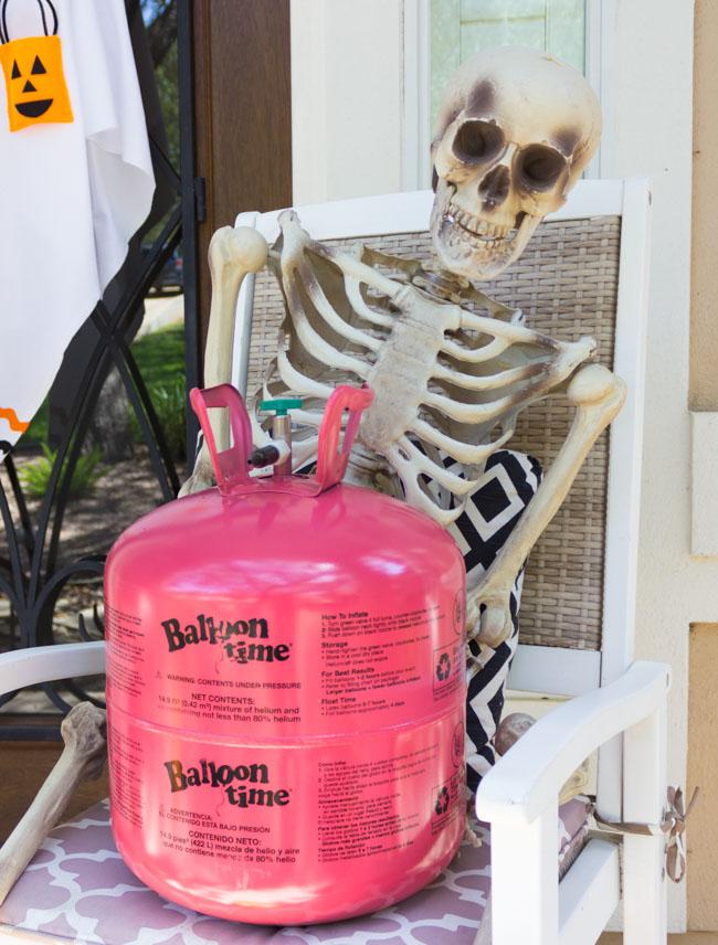 Skeleton with Balloon Time helium tank