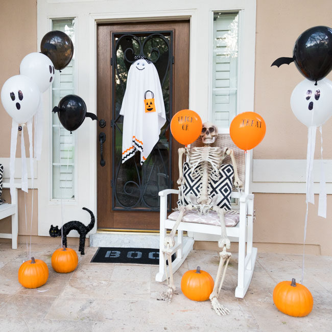 DIY Halloween Balloons on Front Porch