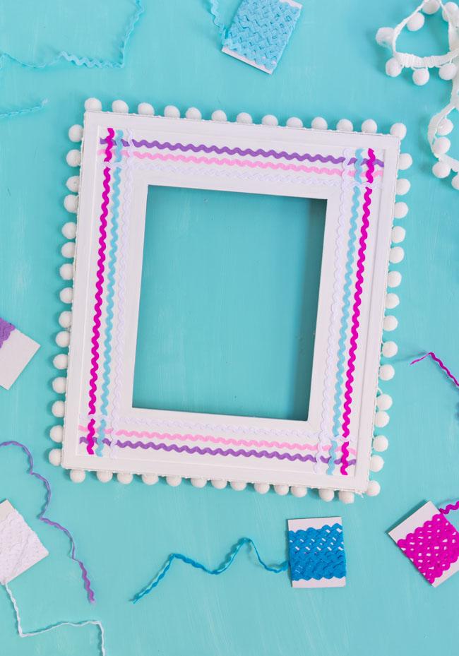 DIY Picture Frame with Rickrack and Pom-Pom Trim