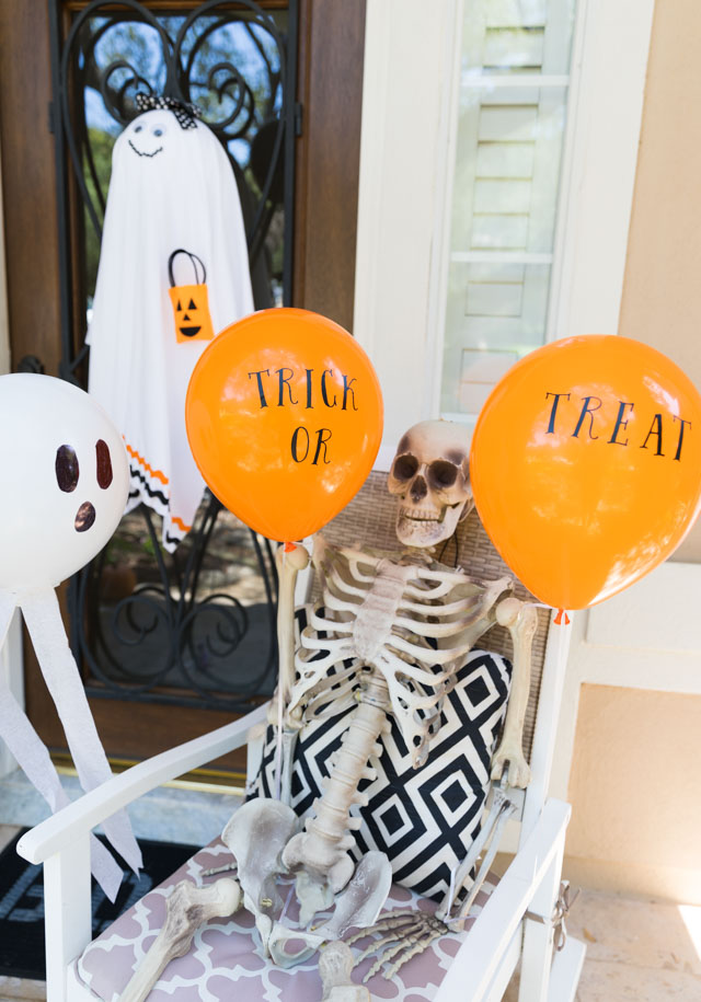 Decorate Your Halloween Porch with Balloons