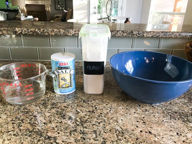Ingredientes para la receta de adorno de masa de sal