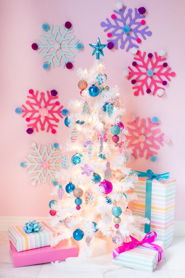 Árbol de Navidad con adornos de masa de sal