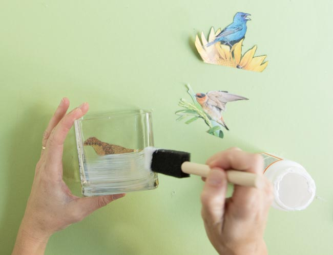 Painting vase with Mod Podge