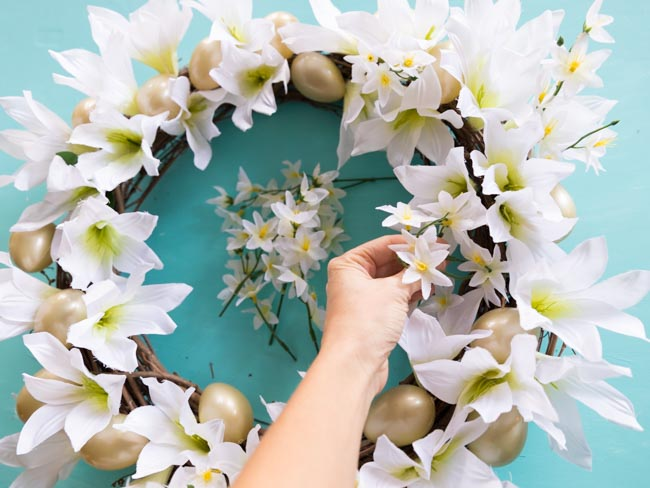 How to make an Easter lily wreath