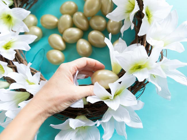 How to make a gold Easter egg wreath