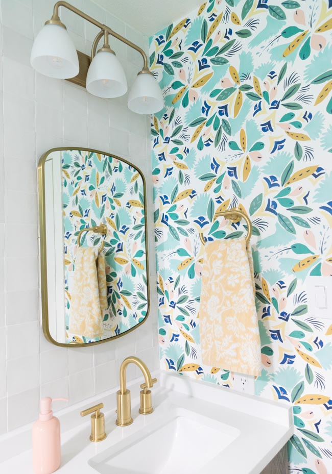 5 Colorful Girls Bathroom Ideas